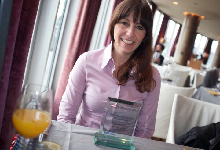 Silke Schlünsen, Oddo Seydler, mit dem Number One Award für den grössten ausländischen Market Maker in Wien