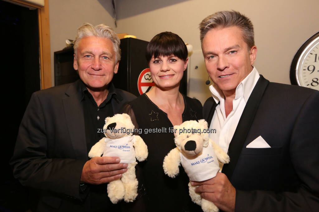 Rainhard Fendrich, Eva Maria Marold, Alfons Haider mit den Make-A-Wish Hope-Bären, Aigner PR Communication Services KG, © Conny de Beauclair (21.04.2015)
