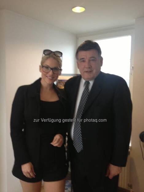 Christina Weidinger, Senator Marc R. Pacheco - die Veranstalterin des sea-Sustainable Entrepreneurship Award mit hochkarätigem US-Besuch (21.02.2013)