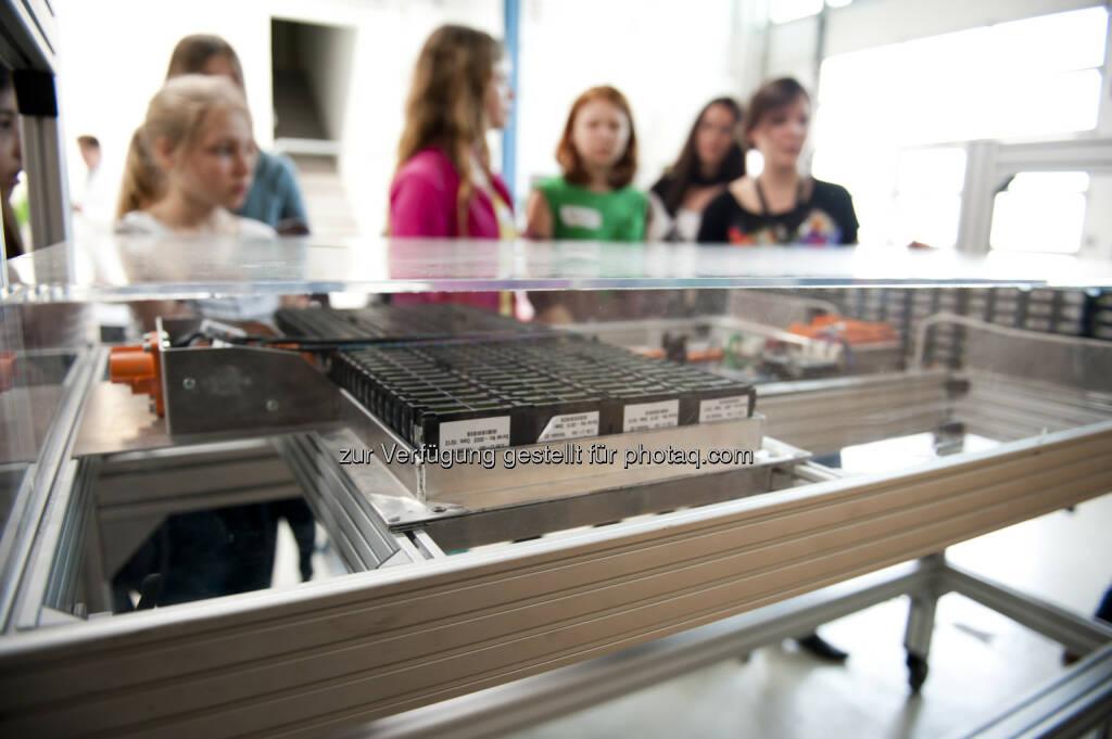 AIT Austrian Institute of Technology GmbH: Berufseinblicke aus erster Hand – AIT am Töchtertag 2015, © AIT/Skof (22.04.2015)