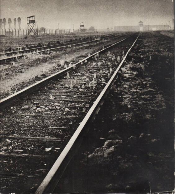 Adam Kaczkowski - Auschwitz - Birkenau, Państwowe Muzeum w Oświęcimiu 1970, Cover - http://josefchladek.com/book/adam_kaczkowski_-_auschwitz_-_birkenau, © (c) josefchladek.com (24.04.2015)