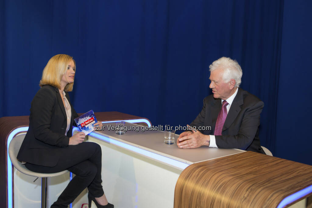 Corinna Milborn / Frank Stronach im Puls4-Interview  (c) PULS 4 / Christian Mikes (24.02.2013)