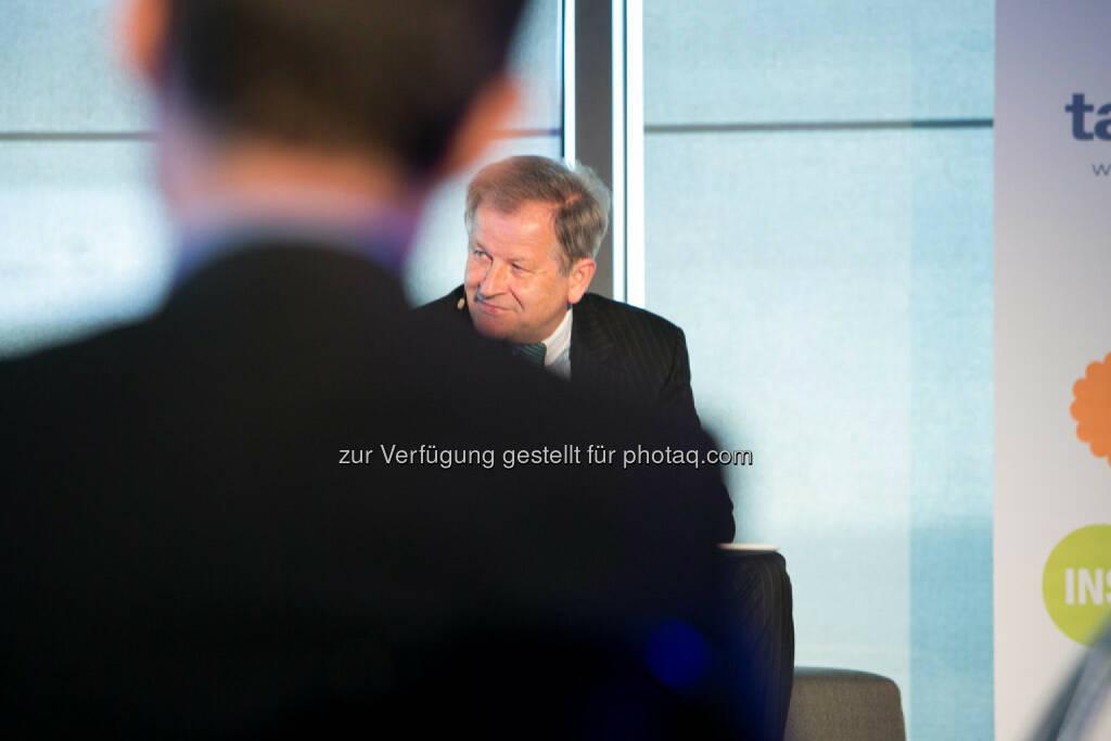 Eduard Zehetner (CEO Immofinanz Group), http://blog.immofinanz.com/de/2015/04/21/talk-im-tower-die-vierte-russland-die-sanktionen-und-die-folgen/ , © Martina Draper für Immofinanz (28.04.2015)