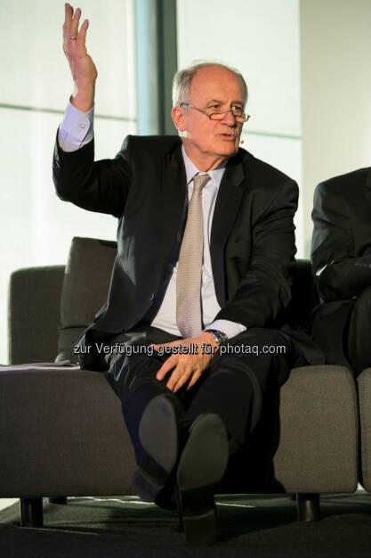 Karl Sevelda (Vorstandsvorsitzender Raiffeisen Bank International), http://blog.immofinanz.com/de/2015/04/21/talk-im-tower-die-vierte-russland-die-sanktionen-und-die-folgen/ , © Martina Draper für Immofinanz (28.04.2015)