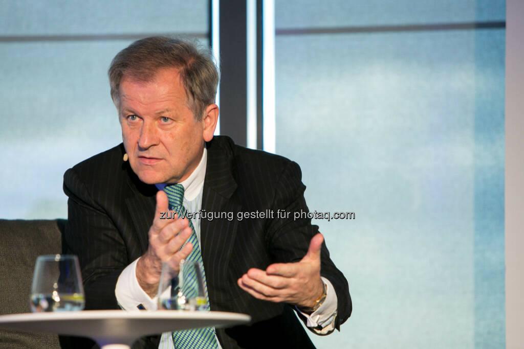 Eduard Zehetner (CEO Immofinanz Group) http://blog.immofinanz.com/de/2015/04/21/talk-im-tower-die-vierte-russland-die-sanktionen-und-die-folgen/ , © Martina Draper für Immofinanz (28.04.2015)