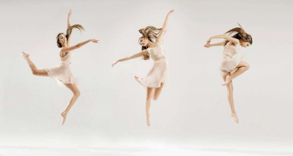 tanzen, springen, Freude, Tanz, Sprung, Luft, http://www.shutterstock.com/de/pic-224286922/stock-photo-dancing-girl.html (29.04.2015)