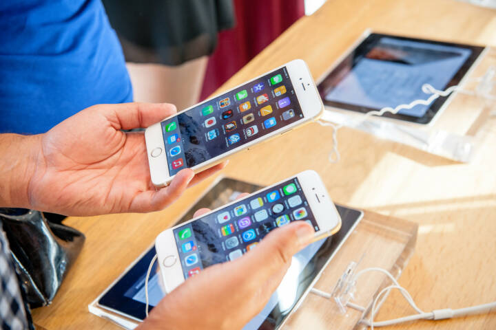 iPhone 6 und iPhone 6 Plus, Apple <a href=http://www.shutterstock.com/gallery-280951p1.html?cr=00&pl=edit-00>Hadrian</a> / <a href=http://www.shutterstock.com/editorial?cr=00&pl=edit-00>Shutterstock.com</a>