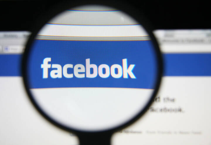 Facebook Logo Lupe, <a href=http://www.shutterstock.com/gallery-762415p1.html?cr=00&pl=edit-00>Gil C</a> / <a href=http://www.shutterstock.com/editorial?cr=00&pl=edit-00>Shutterstock.com</a>