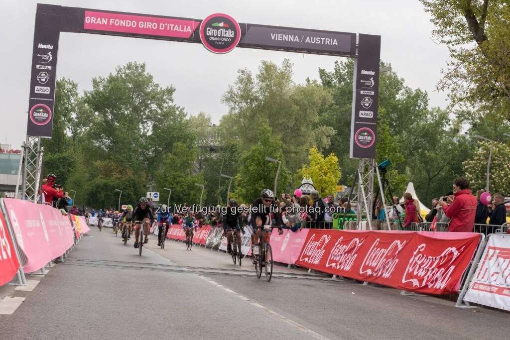 Arbö: Rund 2000 Radsportler waren am Sonntag beim Gran Fondo Giro d'Italia Vienna 2015 auf für den Autoverkehr gesperrten Straßen in Wien und Niederösterreich unterwegs., © Aussendung (04.05.2015)