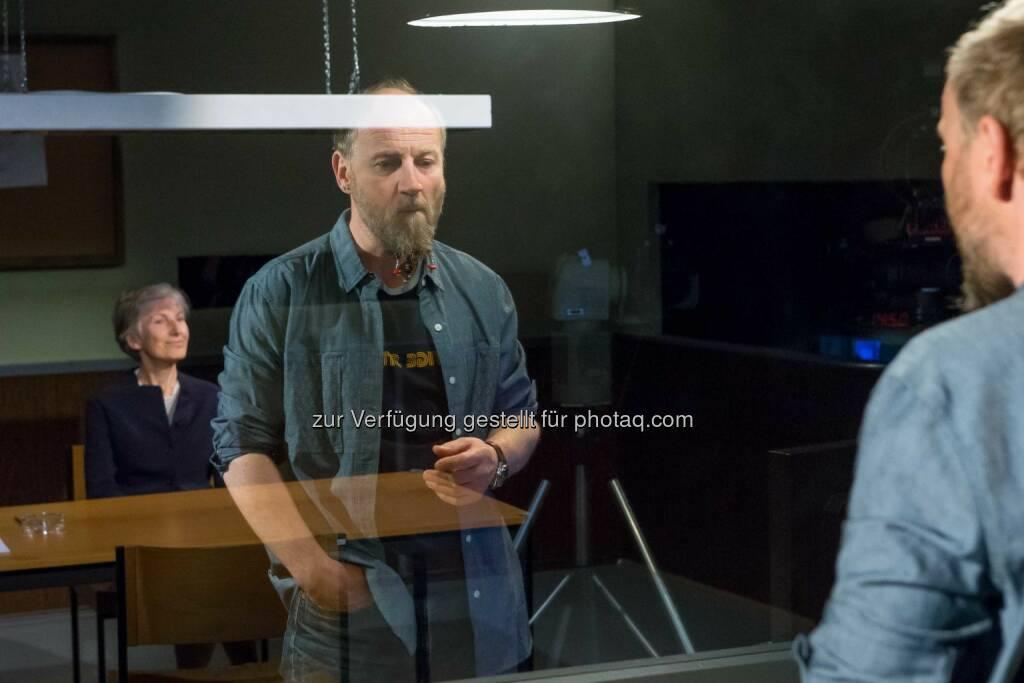 Roland Düringer mit seinem Gast Irmgard Griss: Spitzen-Auftakt für Roland Düringers Late-Night-Talk auf Puls 4 Gültige Stimme (C) Christian Mikes , © Aussendung (05.05.2015)