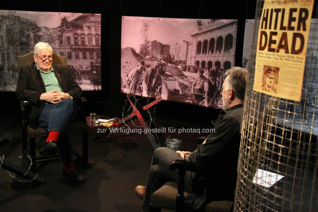 Richard Richter (r.) im Gespräch mit dem Architekten und Stadtplaner Klaus Steiner: Okto - Community TV-GmbH: 1945-2015: ein Themenabend auf Okto, © Aussendung (06.05.2015)