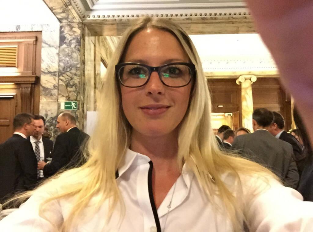 Selfie Nina Bergmann, finanzen.at (07.05.2015)