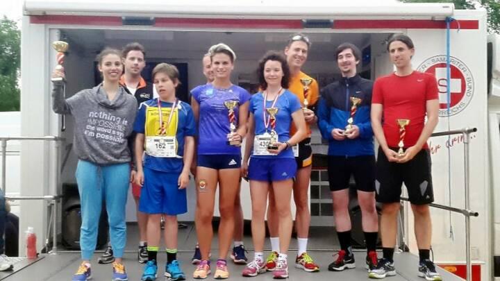 Elisabeth Niedereder von den Tristyle Runplugged Runners (Bild Mitte li.) gewinnt den Herzlauf im Donaupark, Bild Mitte re. Marianne Kögel