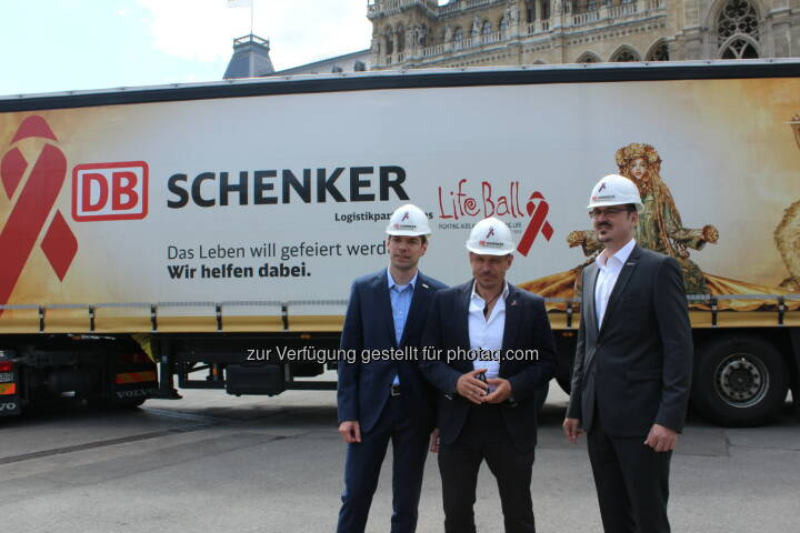 Alexander Winter, Mitglied des Vorstandes von DB Schenker in Österreich und Südosteuropa; Gery Keszler, Organisator des Life Ball 2015; Rainer Gschwandner, Head of Fairs & Exhibitions: DB Schenker in Österreich: Life Ball 2015 setzt auf Logistik Know-how von DB Schenker