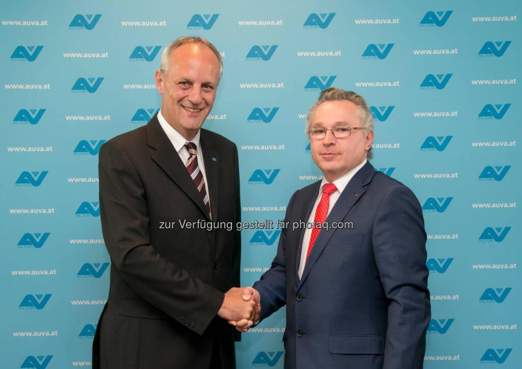 Helmut Köberl, neuer Generaldirektor der Auva Allgemeine Unfallversicherungsanstaltl, Thomas Gebell gratuliert , © Aussender (07.05.2015)