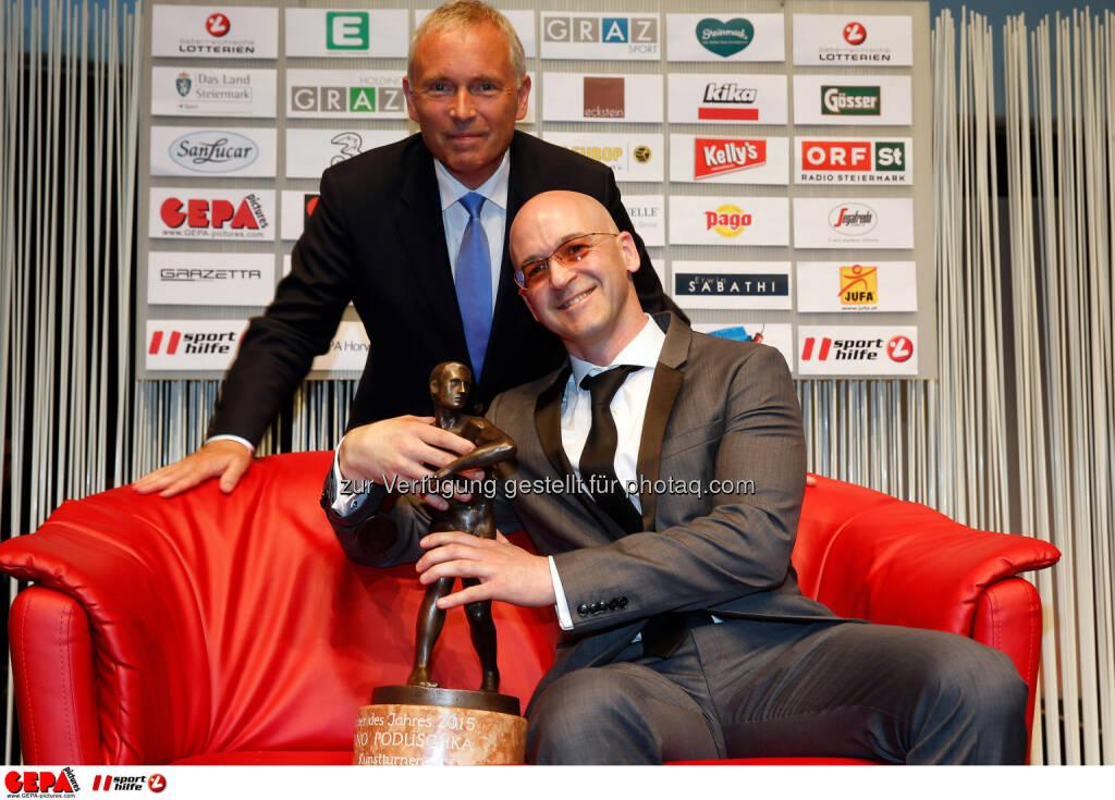Christian Purrer (Asvoe) and head coach of the year Benno Poduschka (Kunstturnen). Photo: Gepa pictures/ Markus Oberlaender, © Gepa (08.05.2015)