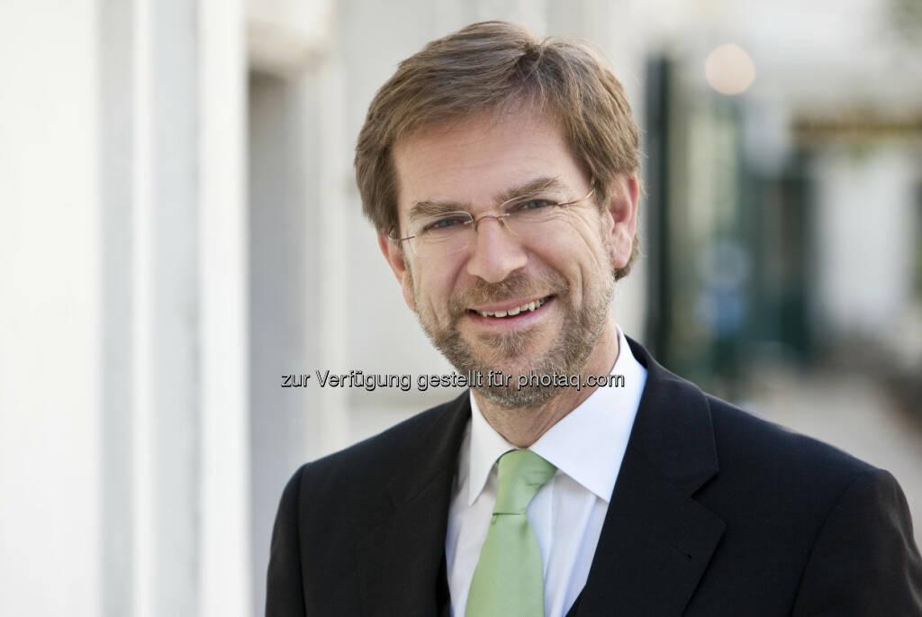 Andreas Zakostelsky holt für Valida Vorsorge Management eine Ökoprofit-Auszeichnung (c) Aussendung (26.02.2013)