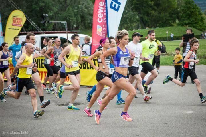 Elisabeth Niedereder und Conny Köpper, Tristyle Runplugged Runners, beim Herzlauf (Bild mit freundlicher Genehmigung vom Veranstalter)