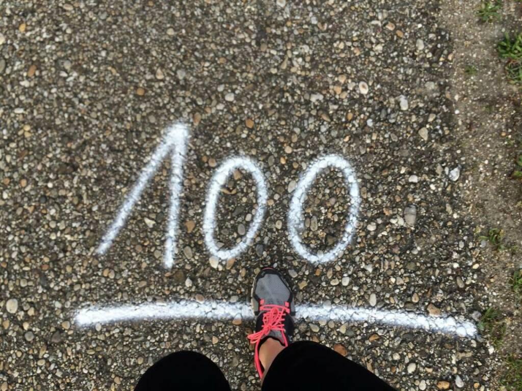 100 Hundert, © photaq (09.05.2015)