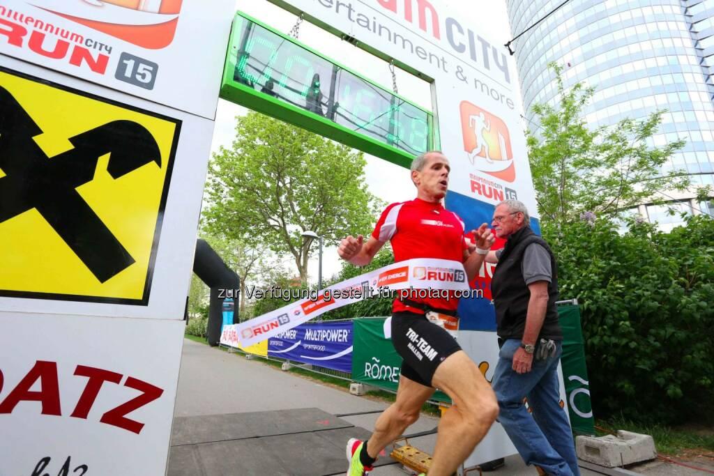 Holger Förster, Sieger Herren Millennium City Run 2015 über die 5km Distanz, © leisure.at/Ludwig Schedl (10.05.2015)