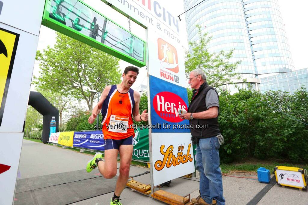 Erich Hahn, 2. Platz Herren Millennium City Run 2015 über die 5km Distanz, © leisure.at/Ludwig Schedl (10.05.2015)