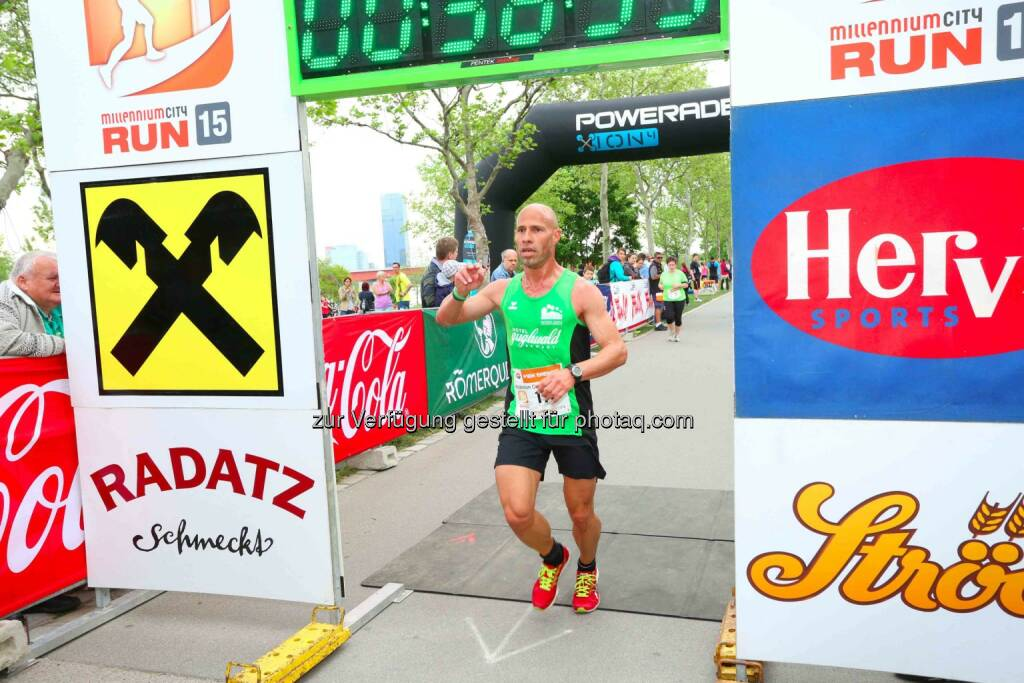 Roman Salomon, 2. Platz Millennium City Run 2015 über die 10km Distanz, © leisure.at/Ludwig Schedl (10.05.2015)