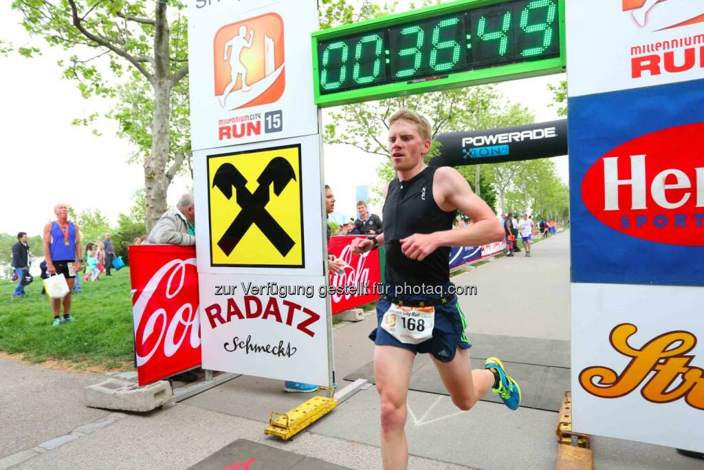 Hannes Kohlroser, 3. Platz Millennium City Run 2015 über die 10km Distanz, © leisure.at/Ludwig Schedl (10.05.2015)