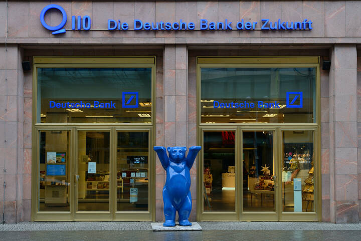 Deutsche Bank, Berlin, Die Deutsche Bank der Zukunft, blauer Bär <a href=http://www.shutterstock.com/gallery-586741p1.html?cr=00&pl=edit-00>astudio</a> / <a href=http://www.shutterstock.com/editorial?cr=00&pl=edit-00>Shutterstock.com</a>