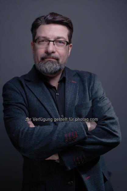 Martin Wolfram: News on Video GmbH: Die kleine Videofibel: Explosion des Videomarktes führt zu schweren Schäden an traditionellen Werbeformen (12.05.2015)