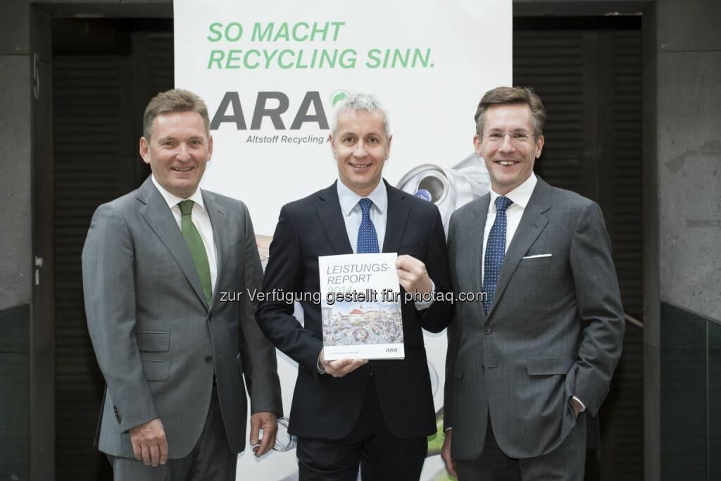 Werner Knausz (Vorstand ARA), Alfred Berger (Aufsichtsratsvorsitzender ARA) und Christoph Scharff (Vorstand ARA): ARA Altstoff Recycling Austria AG: Getrennte Verpackungssammlung – Bilanz 2014: ARA im Recycling-Hoch, © Aussender (12.05.2015)