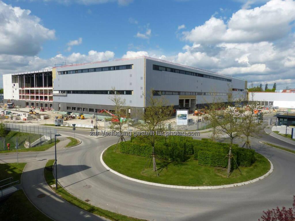 Daimler AG: Richtfest Crashtestanlage Sindelfingen. Nach dem Baustart im Juli 2013 wurde vor rund 350 Gästen heute Richtfest für die modernste Crashtestanlage der Welt gefeiert., © Aussendung (12.05.2015)