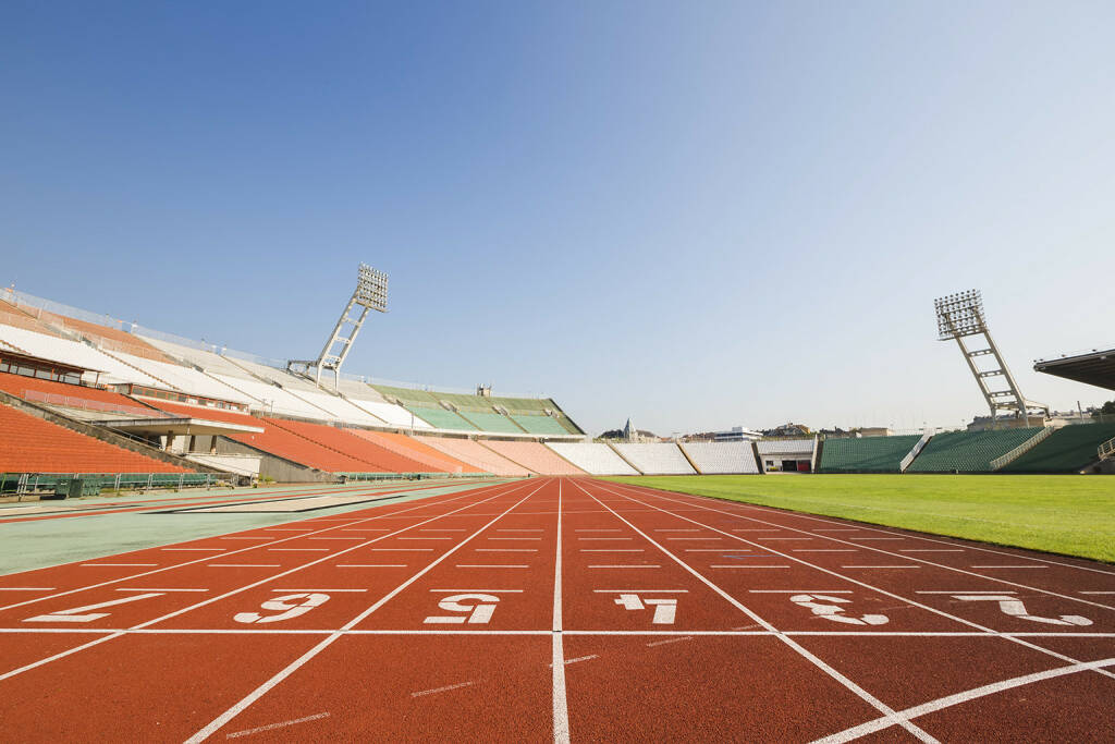Tartanbahn, Stadion, Laufbahn, Stadionrunde, Leichtathletik - http://www.shutterstock.com/de/pic-216316447/stock-photo-athletics-stadium.html (17.05.2015)