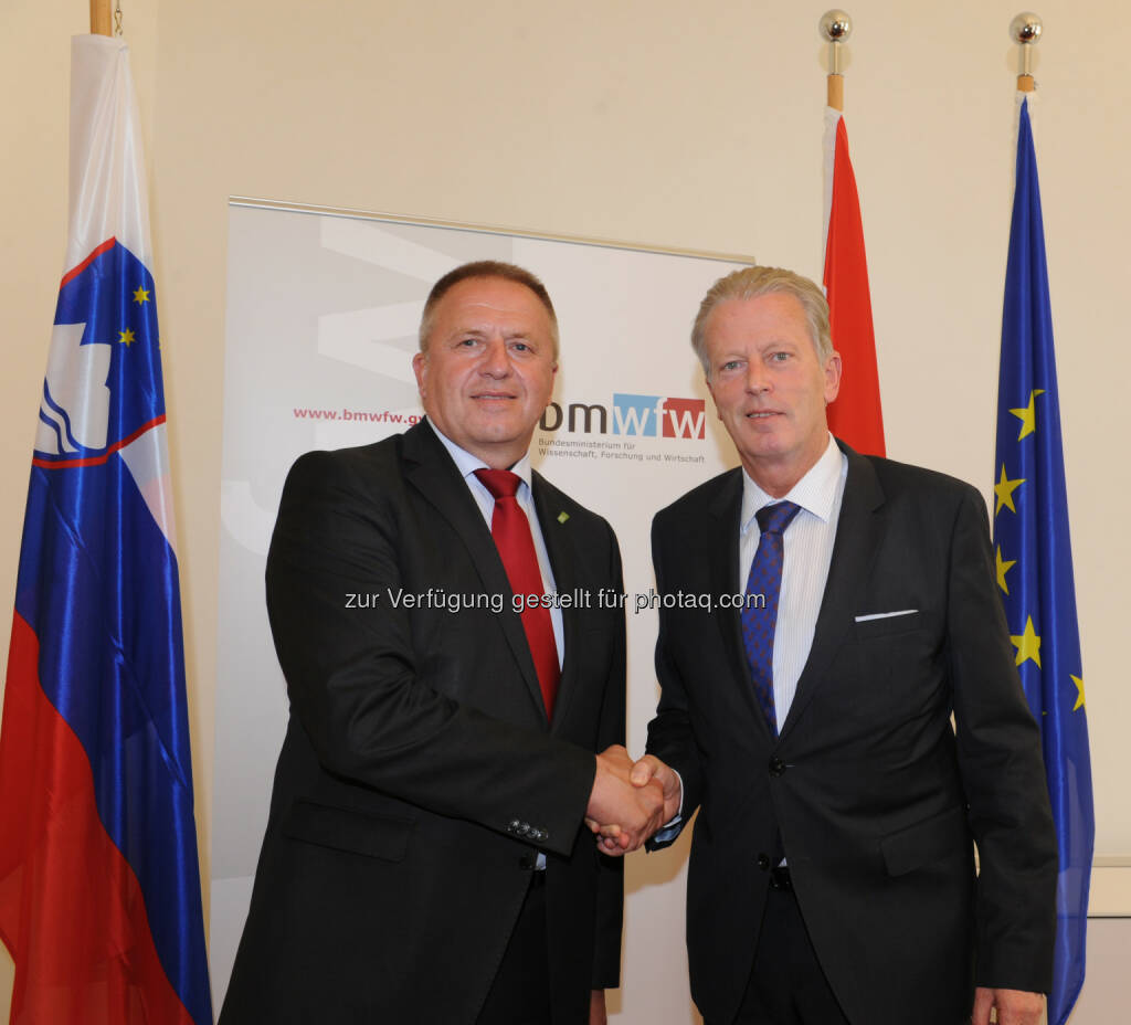 Zdravko Počivalšek und Reinhold Mitterlehner: Bundesministerium für Wissenschaft, Forschung und Wirtschaft: Mitterlehner traf slowenischen Wirtschaftsminister Počivalšek (18.05.2015)
