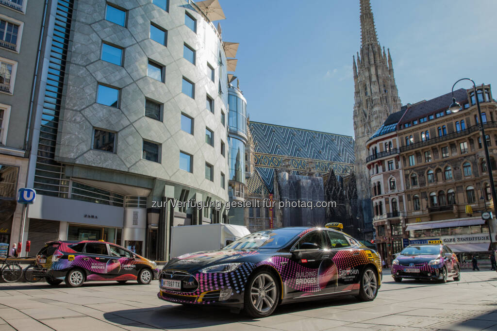 Smart und umweltfreundlich - die E- und Hybrid-Taxis für den Song Contest, gesteuert über die größte europäische Taxi App taxi.eu, Stephansdom, Stephansplatz, Haas-Haus (Bild: Taxi 40100/Andreas Riedmann), © Aussender (21.05.2015)
