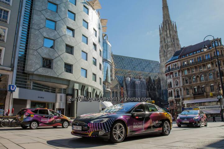 Smart und umweltfreundlich - die E- und Hybrid-Taxis für den Song Contest, gesteuert über die größte europäische Taxi App taxi.eu, Stephansdom, Stephansplatz, Haas-Haus (Bild: Taxi 40100/Andreas Riedmann)