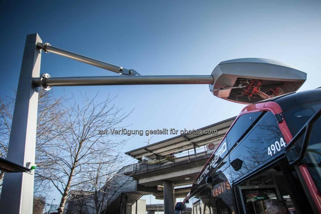 In der schwedischen Hauptstadt Stockholm hat eine mit Elektro-Hybridbussen betriebene Buslinie des Betreibers Stockholm Public Transport (SL) den Linienbetrieb aufgenommen. Die Ladetechnik stammt von Siemens und wurde zusammen mit Vattenfall installiert. , © Aussendung (21.05.2015)