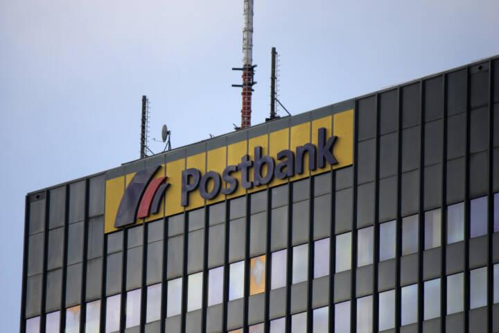 Deutsche Postbank, Logo <a href=http://www.shutterstock.com/gallery-320989p1.html?cr=00&pl=edit-00>360b</a> / <a href=http://www.shutterstock.com/editorial?cr=00&pl=edit-00>Shutterstock.com</a>