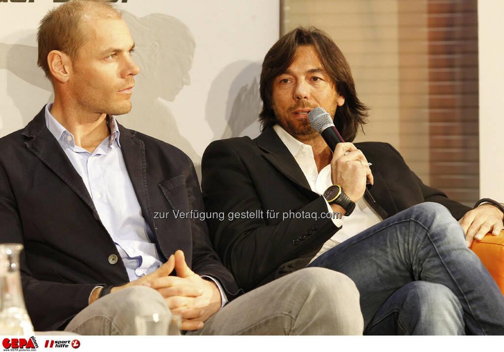 Michael Walchhofer und Franz Koll (Prokurist Intersport Oesterreich). Foto: GEPA pictures/ Mathias Mandl, © GEPA/Sporthilfe (28.02.2013)