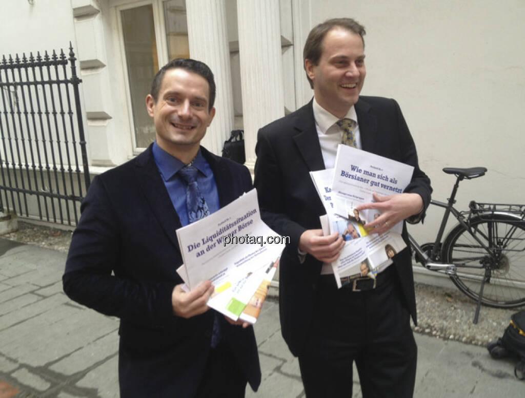 Robert Schittler und Christoph Schultes mit den Fachheften für http://finanzmarktfoto.at/page/index/243 (28.02.2013)