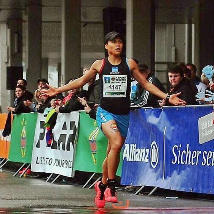 Annabelle-Mary Konczer (Tristyle Runplugged Runners) siegt beim Rapidlauf 2015; Rapid, Allianz - Foto mit freundlicher Genehmigung von Thomas Bauer (HDSports)