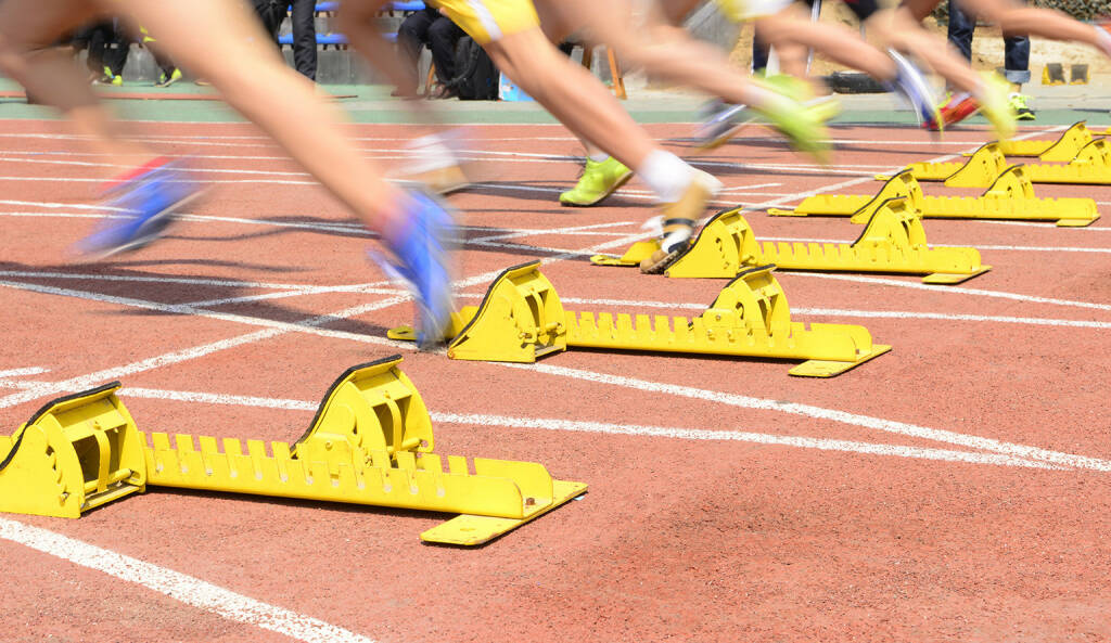 Leichtathletik, Startblöcke, Start, Laufbahn http://www.shutterstock.com/de/pic-271340111/stock-photo-the-athletics-starting-close-up.html (26.05.2015)