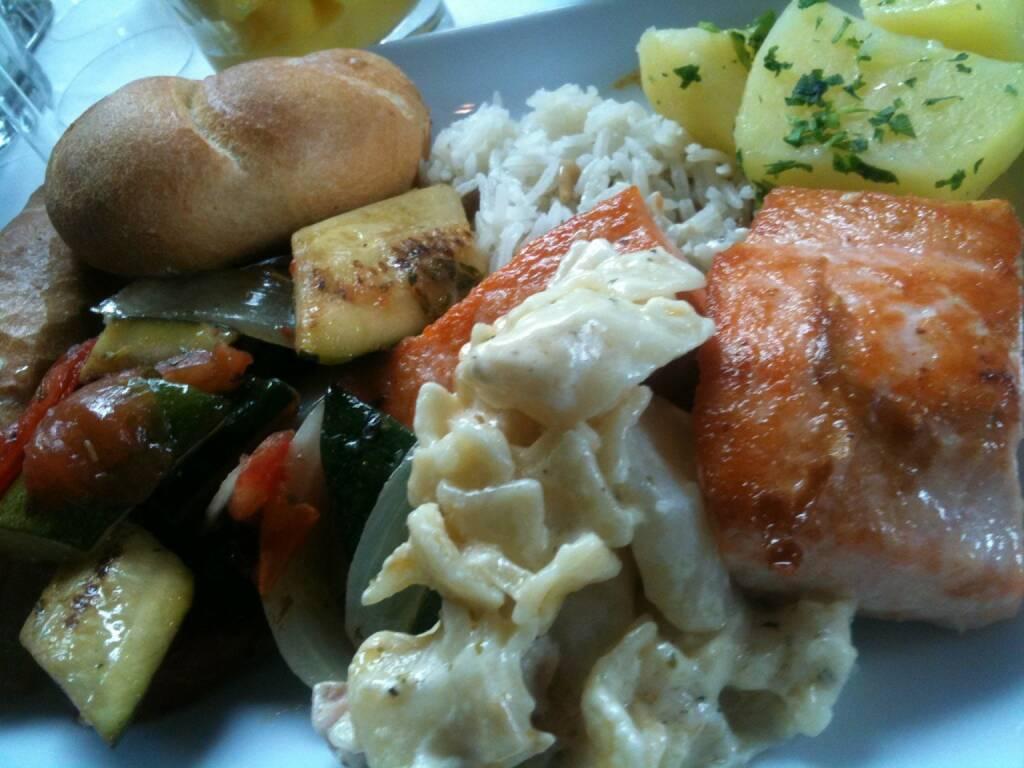 Uniqa HV: Fisch, Lachs, Gemüse, Nudeln, Semmel (28.05.2015)