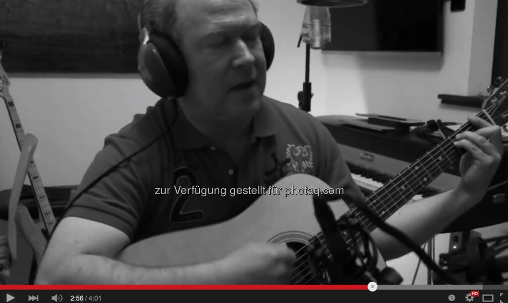 Max Otte singt mit Carl Zacharias Wozu sind Kriege da? von Udo Lindenberg https://www.youtube.com/watch?v=T6HmBiHvQpU, © Aussender (01.06.2015)