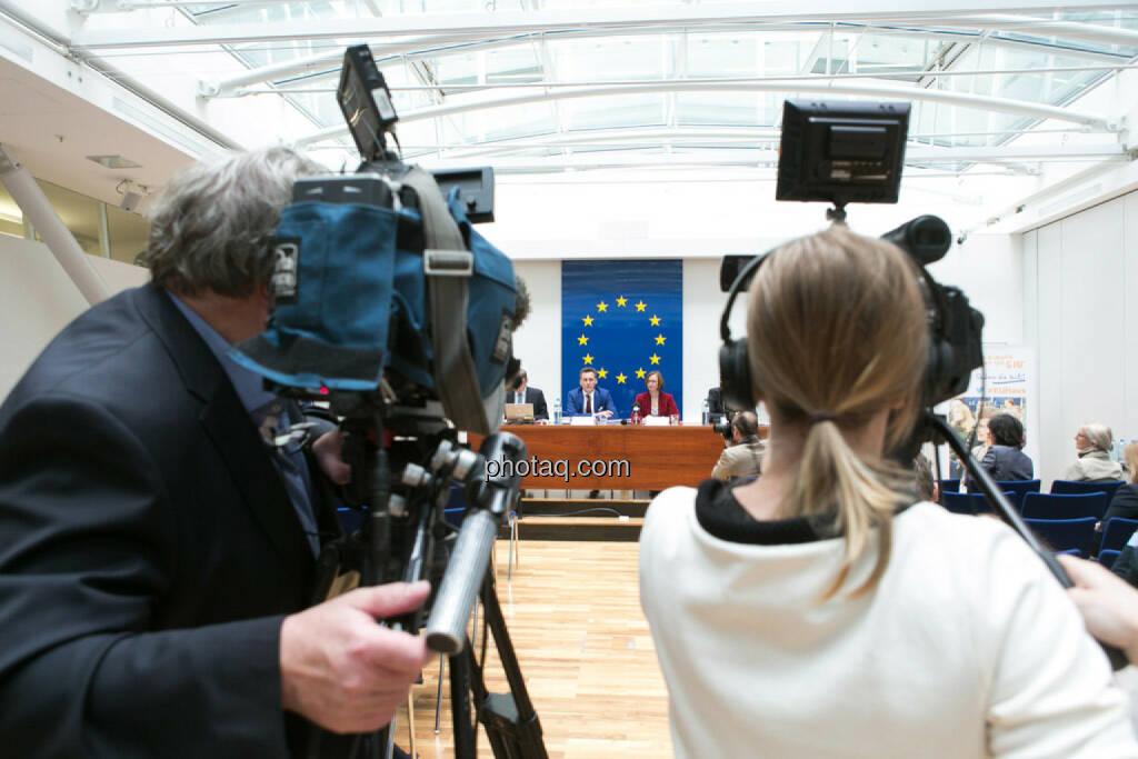 EU informiert zu Rechtschutz bei Verbraucherkrediten, Kamera, © photaq/Martina Draper (01.06.2015)