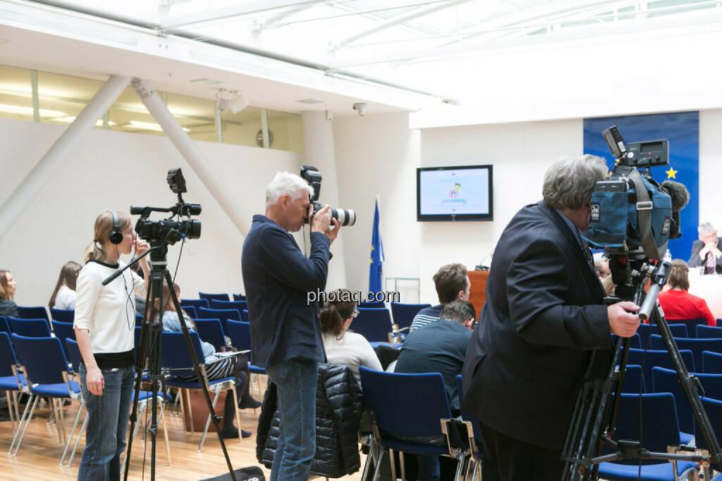 EU informiert zu Rechtschutz bei Verbraucherkrediten, Film, Foto, Fernsehen, © photaq/Martina Draper (01.06.2015)
