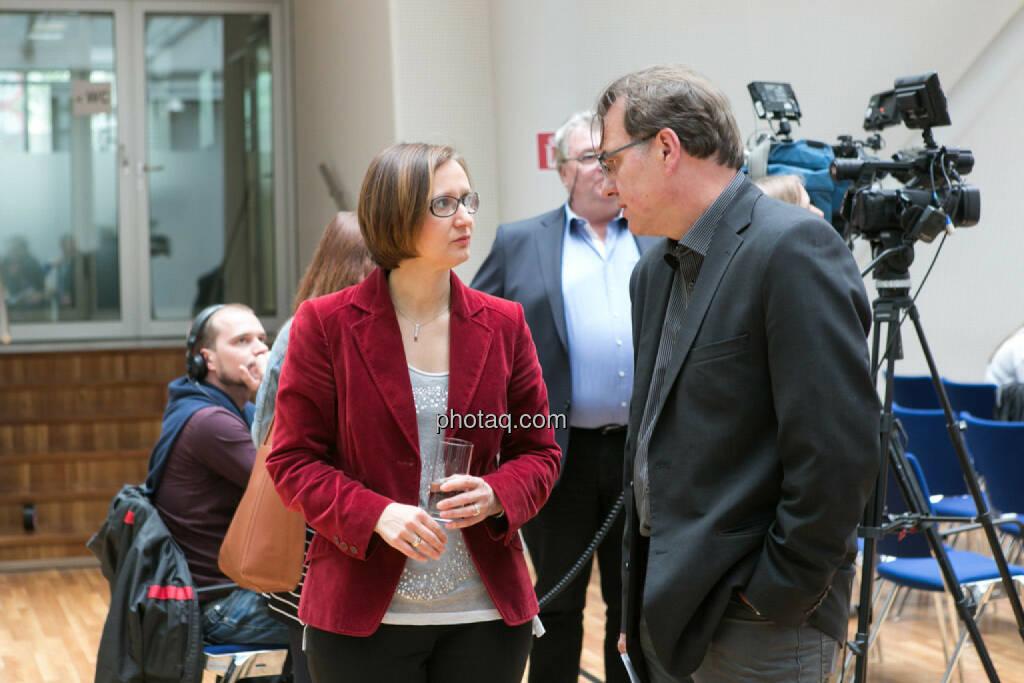 Gabriele Zgubic (AK Wien) im Gespräch, © photaq/Martina Draper (01.06.2015)