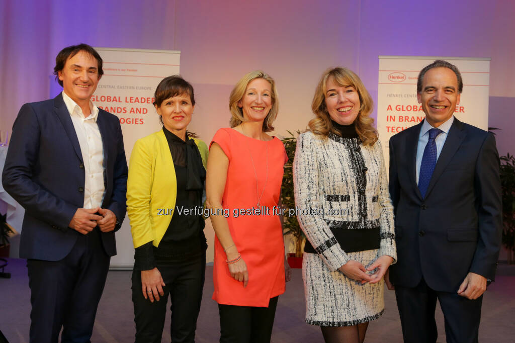 "Roman F. Szeliga, Gertraud Leimüller, Irene Sagmeister, Eveline Pupeter sowie Günter Thumser: Henkel Central Eastern Europe: ""Talk@Henkel"": ""Humor – der Powerfaktor für Innovation"" (C) Henkel, © Aussender (01.06.2015)"