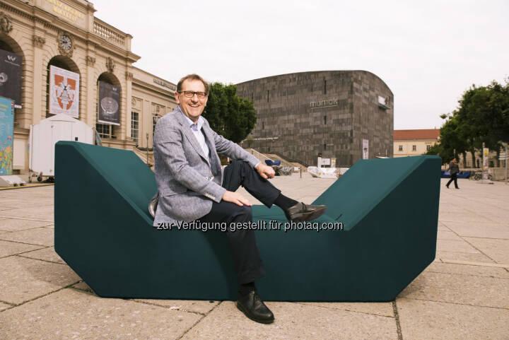 Christian Strasser (Direktor MuseumsQuartier Wien): MuseumsQuartier Wien: MQ: Wasserkunst, neue Möbel, Pop-Up Konzert (C) MusemsQuartier