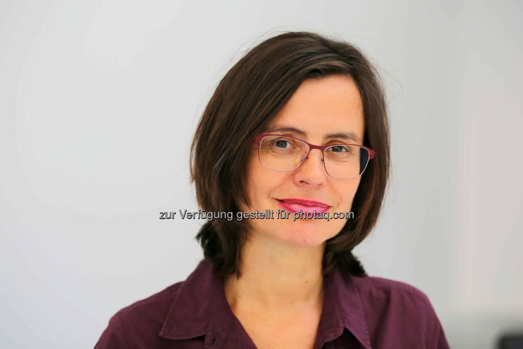 """Esther Mitterstieler (WirtschaftsBlatt-Chefredakteurin): """"Die Printausgabe mit einem durchschnittlichen Umfang von 32 Seiten im Kleinformat pro Bundesland wird zu einer unverzichtbaren Arbeitsunterlage für mehr als 200.000 Manager, Unternehmer und Top-Entscheider."""" (Bild: WirtschaftsBlatt) (05.03.2013)"""