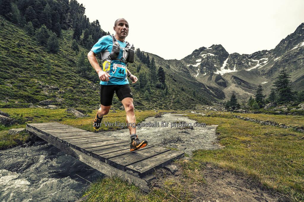 Tourismusverband Pitztal: Pitz Alpine Glacier Trail 2015 - Laufen am Dach Tirols: Die dritte Auflage des populären Pitztaler Trail Running Events von 24. - 26. Juli 2015 hat neben dem Namen noch einige weitere Neuheiten zu bieten. Die Highlights des Pitz Alpine 2015 sprechen für sich: Die Königsdistanz P100 Salomon-Ultra ist nun auf beeindruckende 100 km angewachsen und gleichzeitig der offizielle Wettbewerb zur Österreichischen Meisterschaft im Endurancetrail. Außerdem wartet eine neue Distanz auf Genießer, denen der P42 Alpin-Marathon zu lang und der P15 Sprint zu kurz ist: P26 (26 km) heißt die neue Strecke, die wie alle anderen auch in der Trail-City Mandarfen startet. Für ambitionierte Läufer gibt es auf gleich zwei Strecken wertvolle Qualifikationspunkte für die Ultra-Trail du Mont-Blanc-Serie zu verdienen: Sowohl der Salomon-P100 (100 km) als auch der P85 (85 km) geben je drei Punkte.   (C) Horst von Bohlen, © Aussendung (02.06.2015)